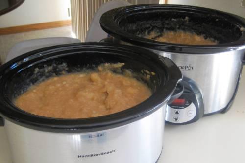 Simple Homemade Crockpot Applesauce