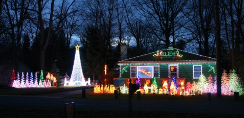 'Mad Town Lights': Animated Light Display in Madison Ohio