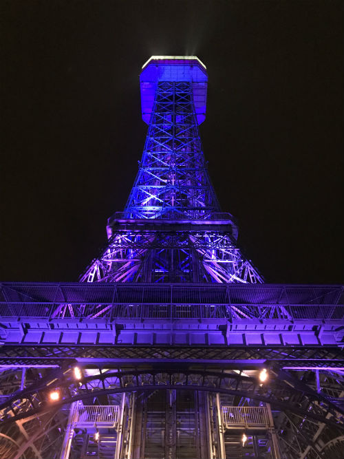 Lights Show at Eiffel Tower in Kings Island