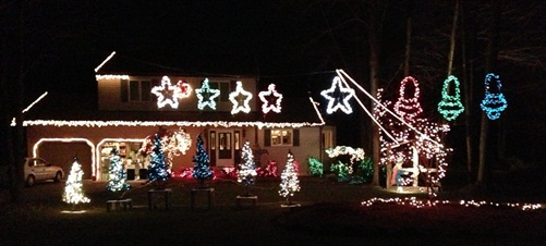 Worona Family Christmas Display – Synchronized Display in Girard