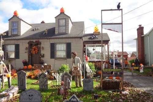 Halloween Yard.Must See Halloween Displays In Northeast Ohio
