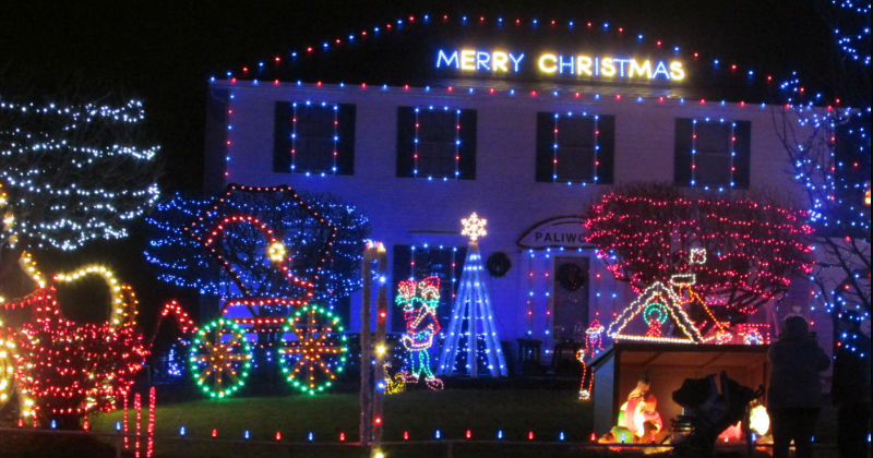 Christmas Lights Strongsville Ohio Crown Point Parkway