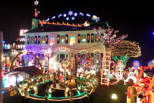 huge christmas light display in strongsville ohio