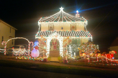 2016-christmas-light-display-struthers-ohio