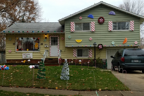 gingerbread-house-in-parma-ohio