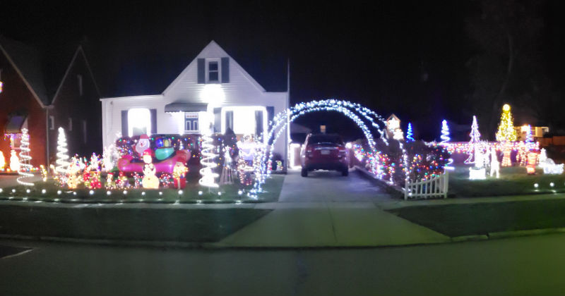 Armstrong Family Light Display 2018